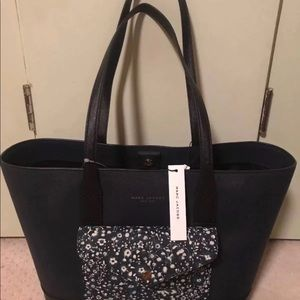 d4e84dd4e7 Marc By Marc Jacobs Bags - New with tag Marc jacobs large floral print tote